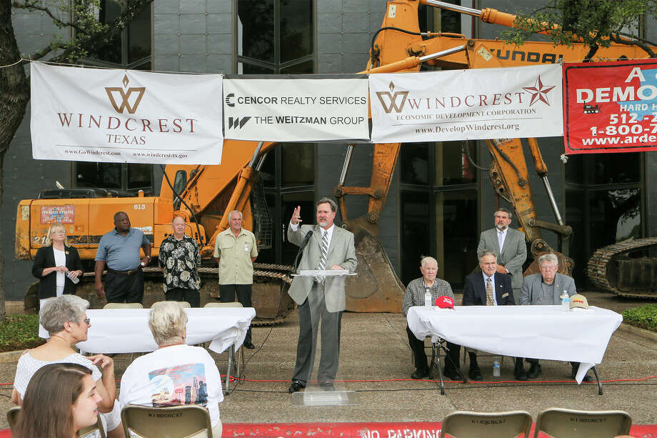 Windcrest mayor Alan Baxter (at podium) speaks during a demolition ceremony for the Frost Bank building at Walzem and IH-35 on Thursday, June 12, 2014. The California-based hamburger chain, In-N-Out Burger, will open a restuarant at the site as will another restaurant and hopefully a hotel. Demolition is expected to be completed within 60 days and In-N-Out Burger hopes to open by Oct. 22, the anniversary of their first opening in 1948.  Photo by Marvin Pfeiffer / EN Communities Photo: MARVIN PFEIFFER, Marvin Pfeiffer / EN Communities 2014