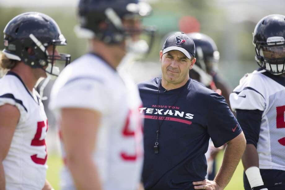 Texans head coach Bill O'Brien watches his team warm up. Photo: Brett Coomer, Houston Chronicle