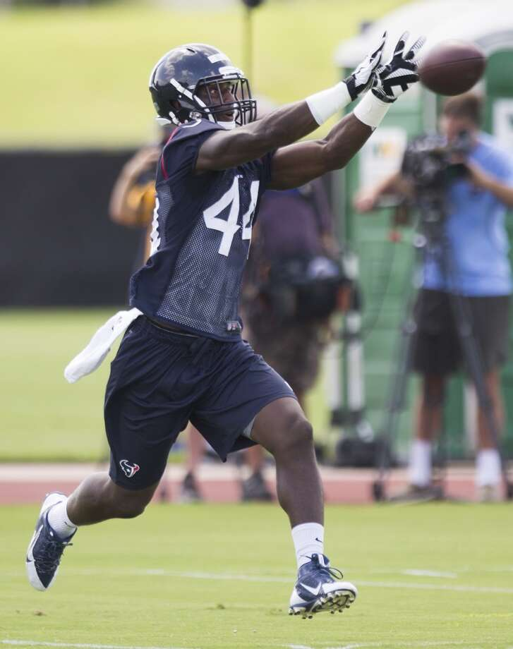 Texans running back Alfred Blue reaches out to catch a ball. Photo: Brett Coomer, Houston Chronicle