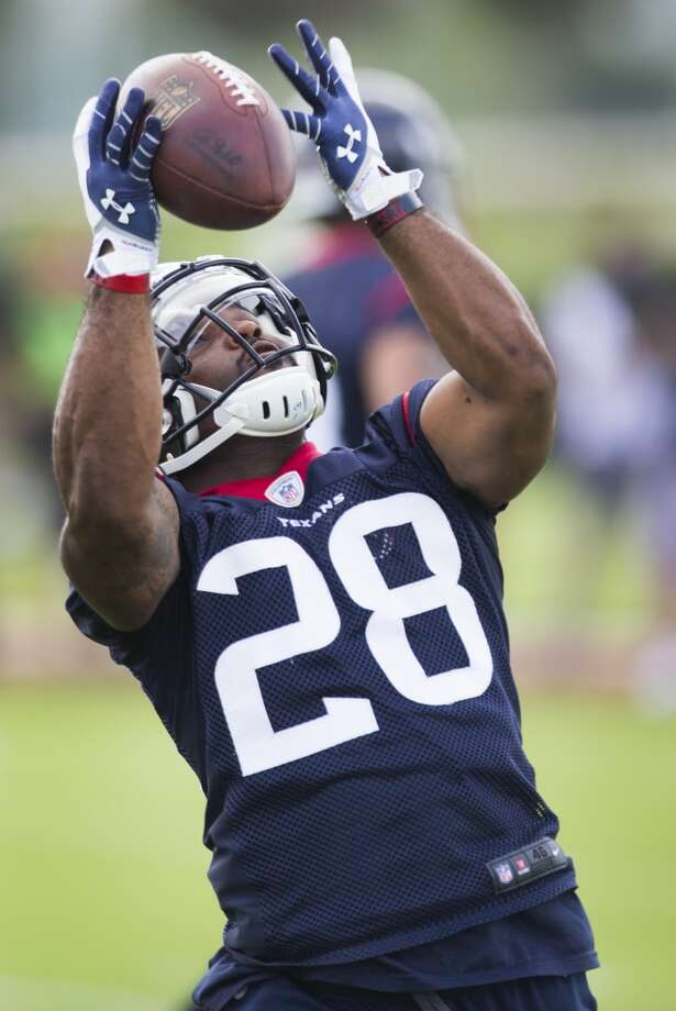 Texans running back Dennis Johnson reaches out to catch a pass. Photo: Brett Coomer, Houston Chronicle