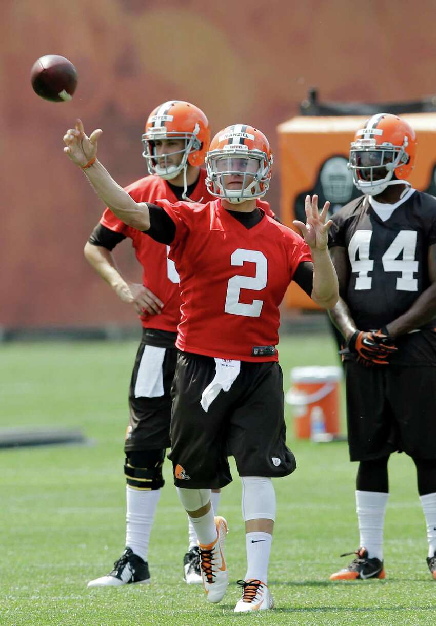 Cleveland Browns quarterback Johnny Manziel (2) passes as quarterback Brian Hoyer, back left, and running back Ben Tate (44) watch, during a mandatory minicamp practice at the NFL football team's facility in Berea, Ohio Thursday, June 12, 2014. (AP Photo/Mark Duncan)