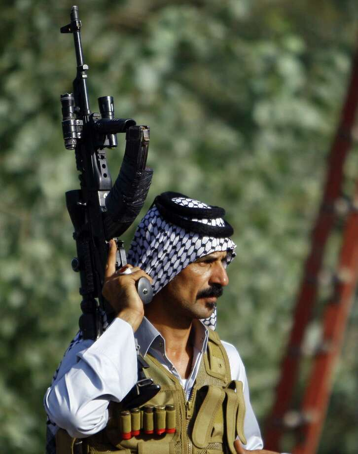 An Iraqi Shiite tribesman shows his  readiness to join Iraqi security forces in the fight against jihadist militants. Photo: Haidar Hamdani / Getty Images / AFP