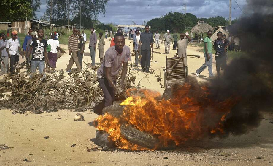 Residents of Kibaoni, Kenya, erect barricades of burning tires to block a main road to protest recent mass killings in the area and to highlight their claims that the government has failed to protect them. Photo: Str, Associated Press