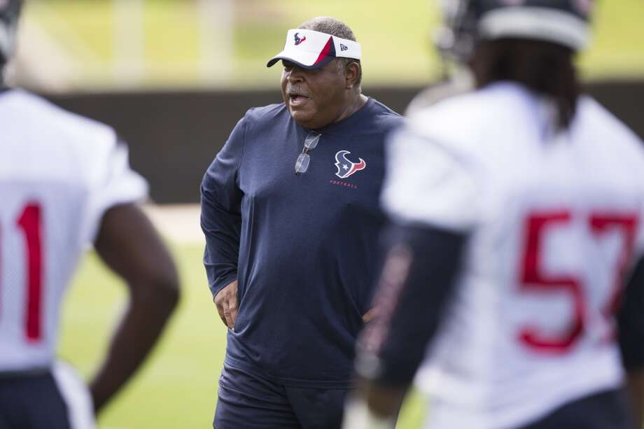 Texans defensive coordinator Romeo Crennell watches his players warm up. Photo: Brett Coomer, Houston Chronicle