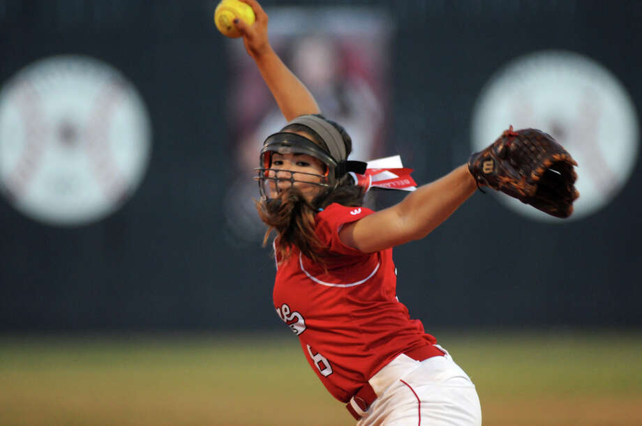 Bellaie senior pitcher Gabriela Alatorre works to a Deer Park hitter in the top of the 5th inning of their Region III-5A Softball Final at Pearland Dawson High School on Saturday. Photo: Jerry Baker, Freelance