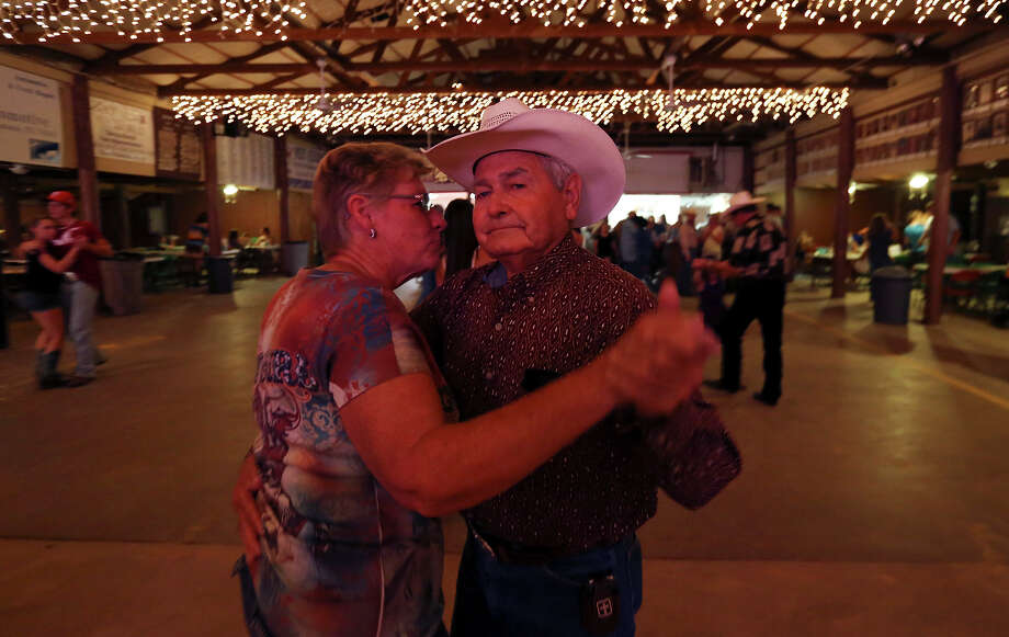 Dance halls can be a fun and romantic way to spend an evening. For those new to the dance hall scene, here are some top tips on how to not get caught out on the dance floor.  Photo: Edward A. Ornelas, San Antonio Express-News / © 2013 San Antonio Express-News