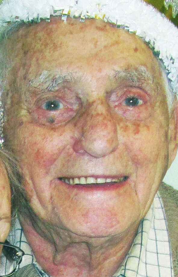Aaron Seltzer, 98, of Gaylordsville, died in June 2014. Photo: Norm Cummings / The News-Times