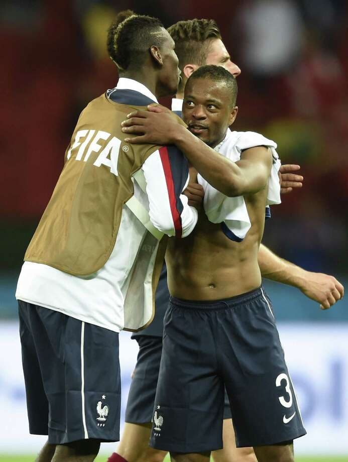 "23) The ""shoulder pat""It's the bro-est of hugs. Photo: FRANCK FIFE, Getty / AFP"