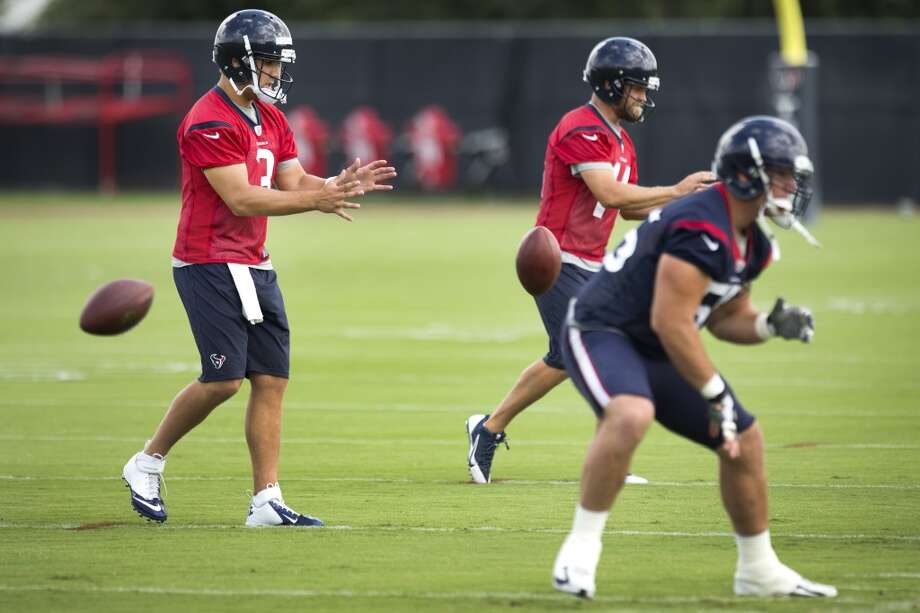 Texans quarterback Tom Savage (3) takes a shotgun snap. Photo: Brett Coomer, Houston Chronicle