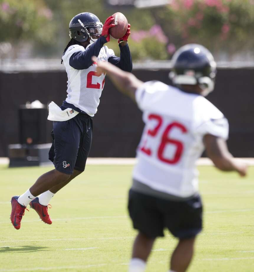Texans cornerback Josh Victorian (27) leaps to make a catch. Photo: Brett Coomer, Houston Chronicle