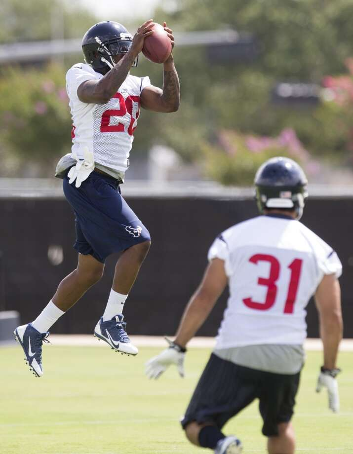 Texans safety Chris Clemons (20) leaps to make a catch. Photo: Brett Coomer, Houston Chronicle