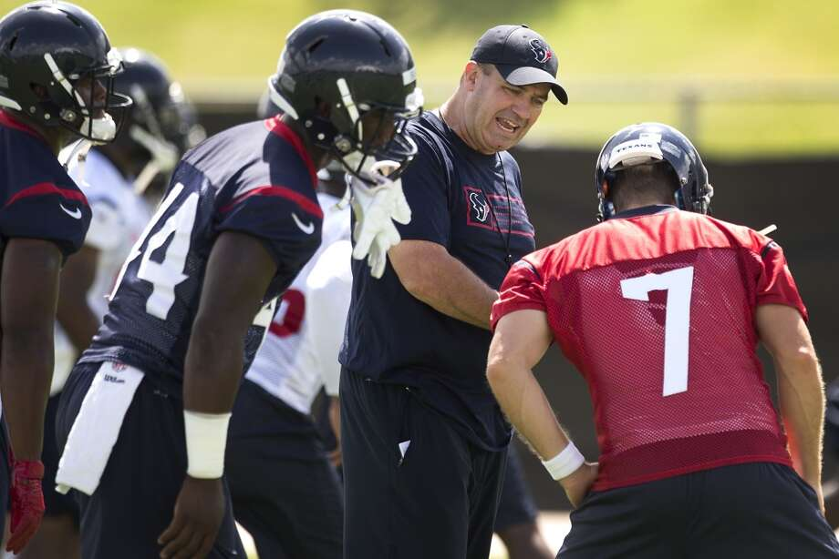 Texans head coach Bill O'Brien talks to quarterback Case Keenum (7). Photo: Brett Coomer, Houston Chronicle