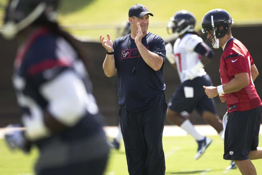 Texans head coach Bill O'Brien, center, claps as his team warms up. Photo: Brett Coomer, Houston Chronicle