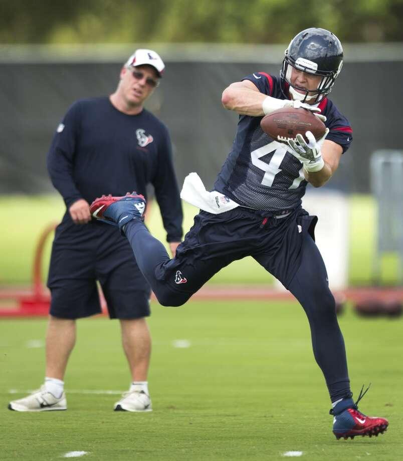 Texans fullback Brad Smelley (47) makes a catch. Photo: Brett Coomer, Houston Chronicle