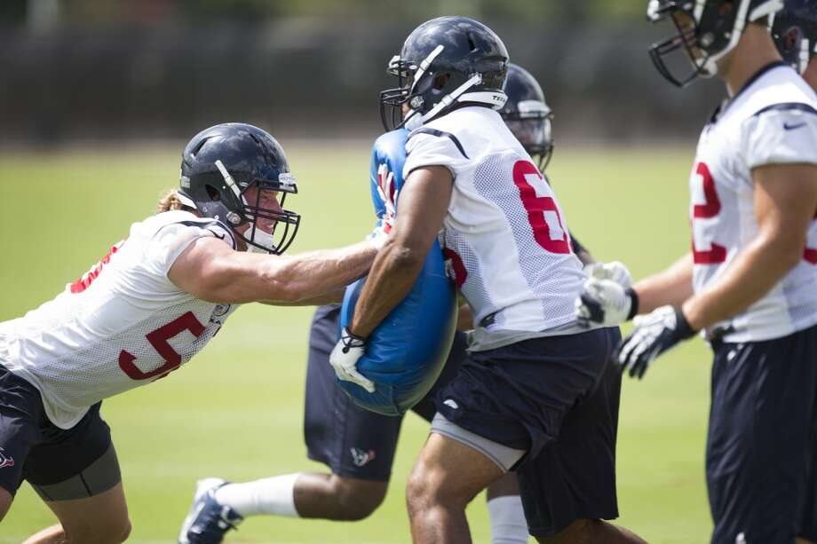 Texans linebacker Brooks Reed runs a drill. Photo: Brett Coomer, Houston Chronicle