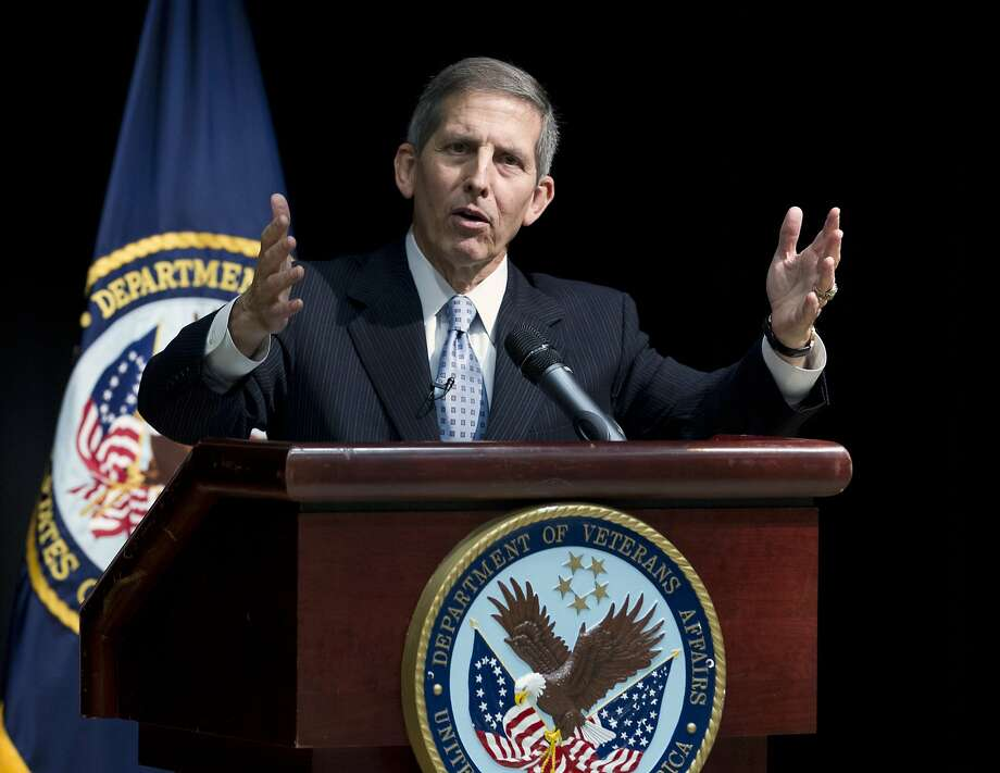 Acting Veterans Affairs Secretary Sloan Gibson has ordered a review of how the agency handles whistle-blower complaints. Photo: Jose Luis Magana, Associated Press