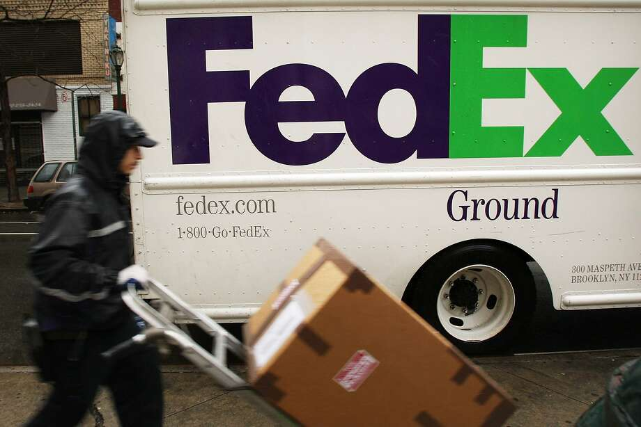 FedEx had a strong quarter, as online sales boosted ground shipments, and its forecast is optimistic. Photo: Spencer Platt, Getty Images