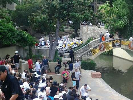 The barges line up before the Spurs river parade kicks off at Arneson River Theatre on Wednesday, June 18, 2014. Photo: Edwin Delgado/San Antonio Express-News