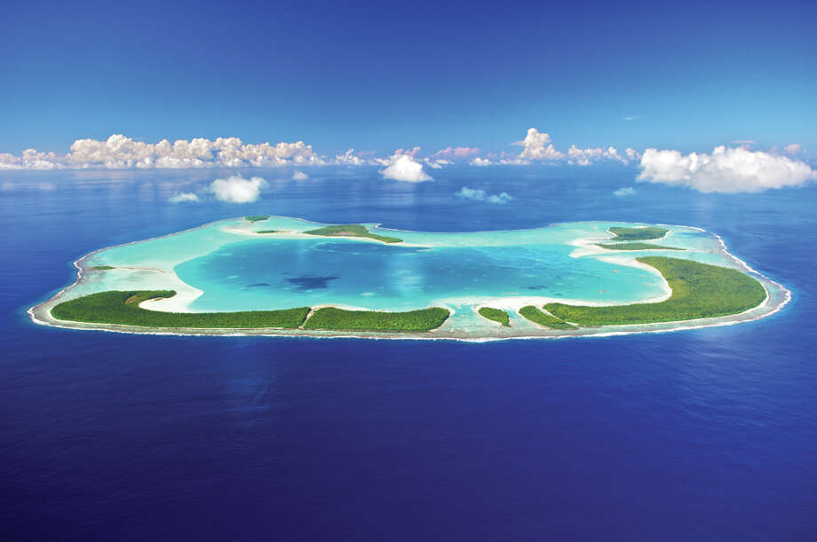 About 33 miles north of the island of Tahiti, Tetiaroa is an atoll of 13 coral islets (one nearly submerged). With no breach in its reef to allow ships into the lagoon, access is by air. Photo: © Tim-mckenna.com, ©tim-mckenna.com / ©tim-mckenna.com, ©tim-mckenna.com