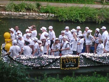 A barge floats by during the Spurs victory parade on the San Antonio River on Wednesday, June 18, 2014. Photo: Mark D. Wilson/San Antonio Express-News