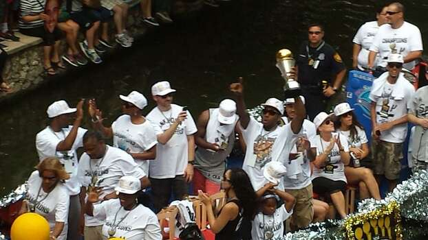 Kawhi Leonard points to the crowd during the Spurs victory parade on the San Antonio River on Wednesday, June 18, 2014. Photo: Nora Lopez/San Antonio Express-News