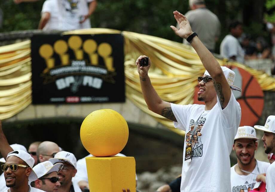 San Antonio Spurs' Danny Green takes a picture of the crowd at the Arneson Theater during the river parade for the San Antonio Spurs after the team capture their fifth NBA championship on Wednesday, June 18, 2014. Photo: Kin Man Hui, San Antonio Express-News / ©2014 San Antonio Express-News