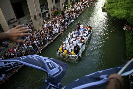 Fans cheer to San Antonio Spurs players on a float on the San Antonio River during the river parade on Wednesday, June 18, 2014. Photo: Timothy Tai, San Antonio Express-News / © 2014 San Antonio Express-News