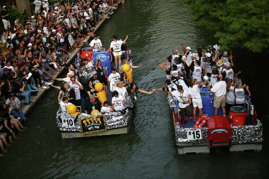 Floats pass on the San Antonio River as fans cheer during the river parade on Wednesday, June 18, 2014. Photo: Timothy Tai, San Antonio Express-News / © 2014 San Antonio Express-News
