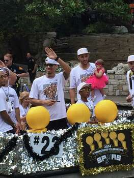 Danny Green waves to the crowd along the River Walk during the Spurs river parade on Wednesday, June 18, 2014. Photo: Mitchell Ferman / San Antonio Express-News