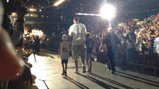 Tim Duncan and his children walk toward the stage at the Alamodome for the Spurs victory celebration on Wednesday, June 18, 2014. Photo: Rebecca Salinas/San Antonio Express-News