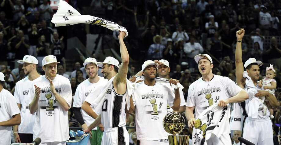 Manu Ginobili (center) and the Spurs won the title with superb ball movement, averaging 95 more passes per game than Miami during the Finals. Photo: Edward A. Ornelas / San Antonio Express-News / © 2014 San Antonio Express-News