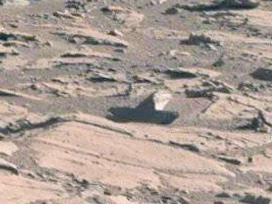A toy boat left on Mars  (zoomed).