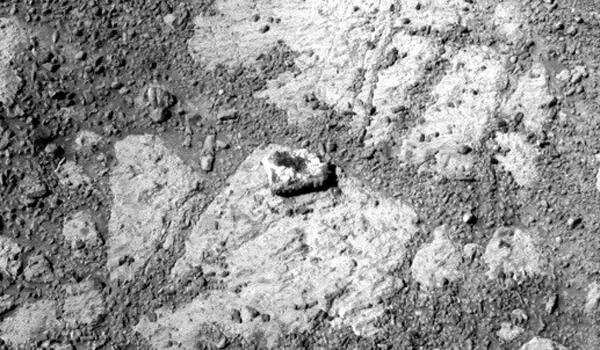 Mystery rock (zoomed).