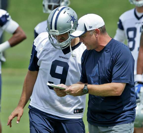 Dallas Cowboys quarterback Tony Romo (9) listens to offensive coordinator Scott Linehan during an NF