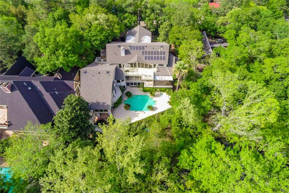 10827 Lakeside Forest:  This 1984 home in Houston has 4-5 bedrooms, 6.5 bathrooms, 12,588 square feet, and is listed for $2,250,000. Open house: June 22, 2014 from 1 p.m. to 3 p.m. Photo: Houston Association Of Realtors