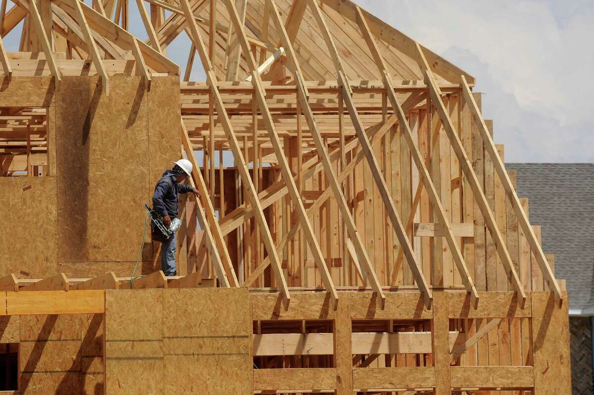 Cinco Ranch has been a busy place. Builders in the Houston area sold and closed 25,627 houses last year, Metrostudy says.