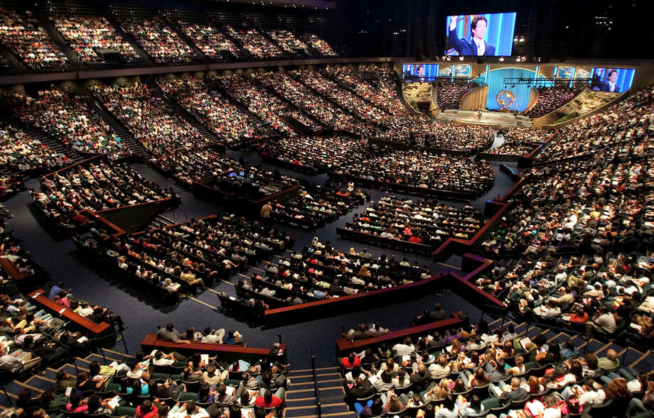 16,000 –seating capacity of Osteen's basketball arena-turned-church, Lakewood. The former Compaq Center was home to the world champion Houston Rockets squads of the 1990s. Photo: Nick De La Torre, Houston Chronicle / © 2010 Houston Chronicle