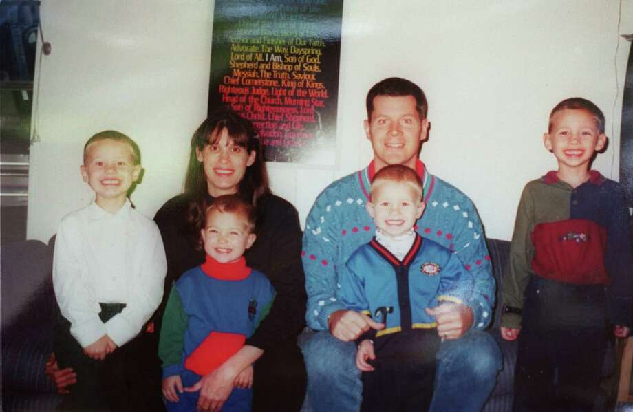 A November 2000 photo, provided by Russell Yates, shows him and Andrea with their four boys, from left, John, Luke, Paul and Noah. Andrea Yates was pregnant with daughter Mary. Photo: Steve Ueckert, FAMILY PHOTO / HANDOUT
