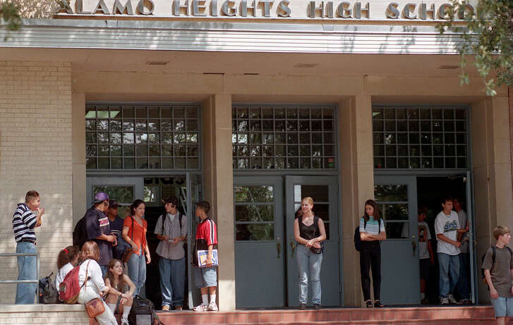 Students stream out the front doors of Alamo Heights High School after the end of another school day. PHOTO BY DELCIA LOPEZ