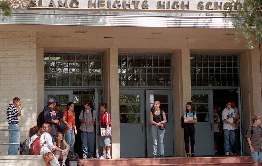 Alamo Heights Independent School District is a finalist this year for best small school district. Photo: DELCIA LOPEZ, San Antonio Express-News / SAN ANTONIO EXPRESS-NEWS