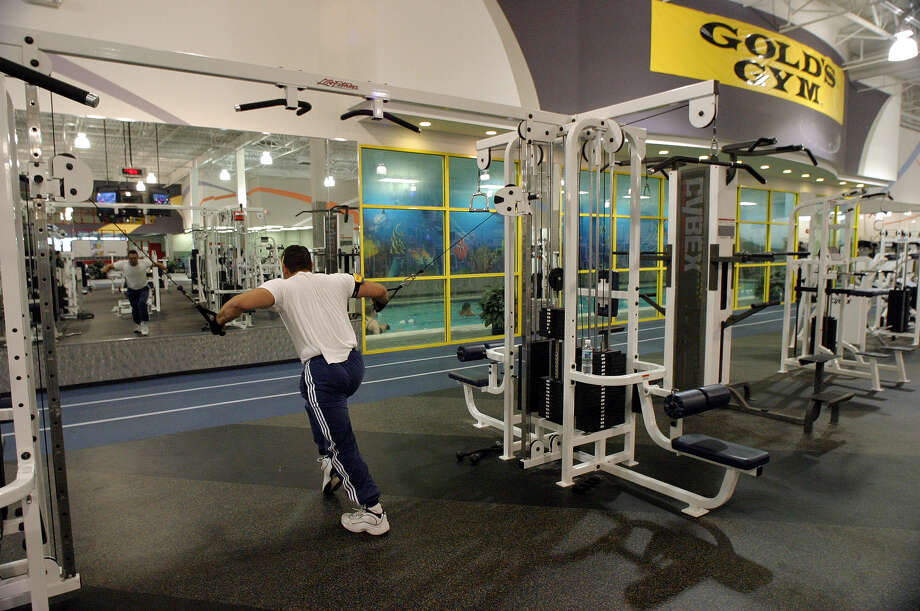 San Antonio gyms are preparing to reopen May 18 after temporarily closing because of the coronavirus pandemic. Photo: J. MICHAEL SHORT, For The San Antonio Express-News / SAN ANTONIO EXPRESS-NEWS