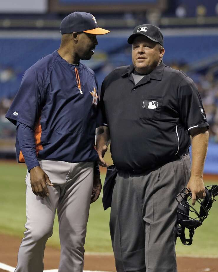 Astros manager Bo Porter, left, talks to home plate umpire Fieldin Culbreth during the first inning. Photo: Chris O'Meara, Associated Press