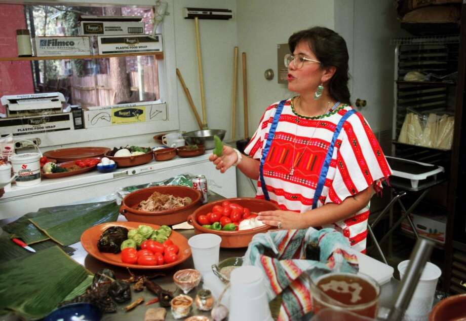 On a visit to Memphis, author and chef Susana Trilling teaches a group how to make chiles rellenos. (Photo: Troy Glasgow) Photo: Troy Glasgow, Scripps Howard News Service