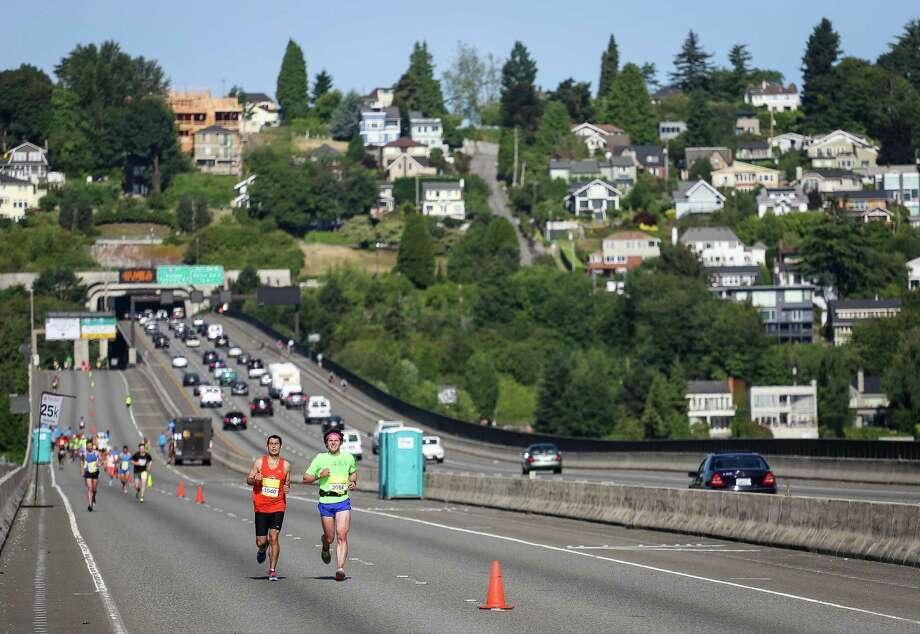 Runners run along the Interstate 90 floating bridge. Photo: JOSHUA BESSEX, SEATTLEPI.COM / SEATTLEPI.COM