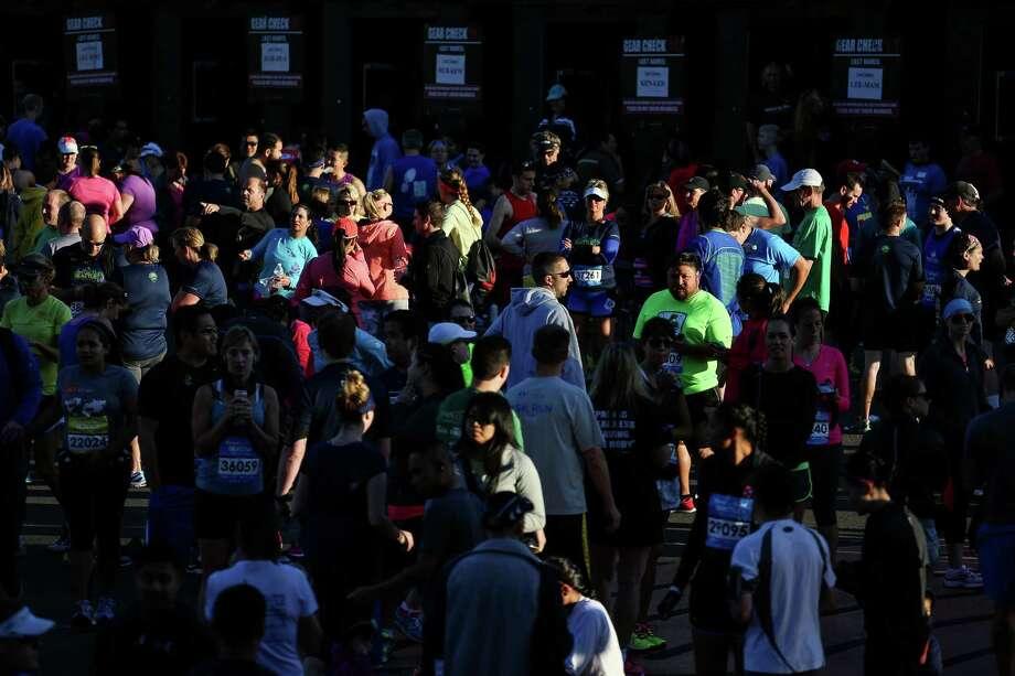 Marathoners mill around while waiting for the start. Photo: JOSHUA BESSEX, SEATTLEPI.COM / SEATTLEPI.COM
