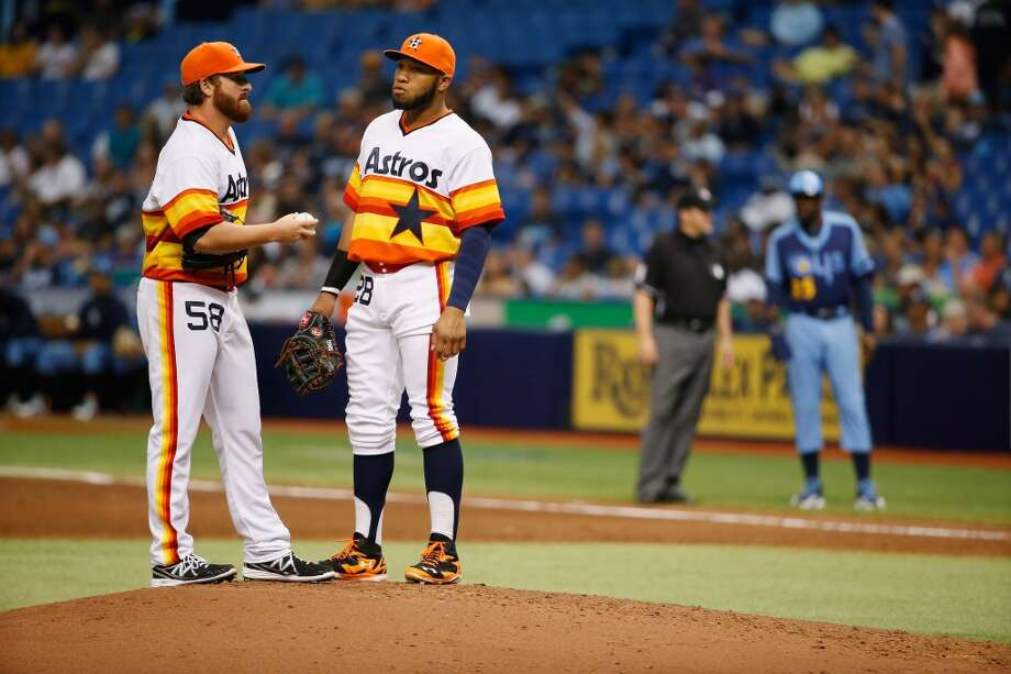 Jon Singleton comes to the mound to talk with Jake Buchanan during is first MLB start during the fourth inning. Photo: Scott Iskowitz, Getty Images