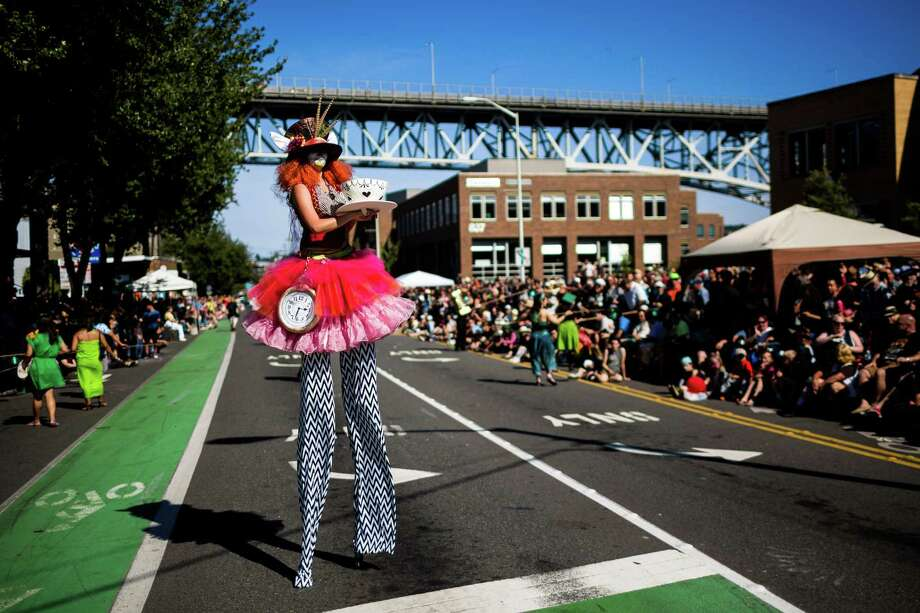 A stilted performer awaits the rest of her troops. Photo: JORDAN STEAD, SEATTLEPI.COM / SEATTLEPI.COM