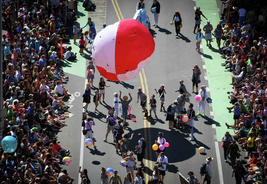People play with an inflatable ball during the annual Fremont Solstice Parade. The 2014 edition of the parade featured cloud-free skies on the first day of summer. Photo: JOSHUA TRUJILLO, SEATTLEPI.COM / SEATTLEPI.COM