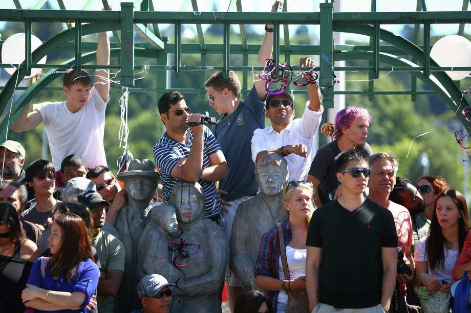 Spectators watch during the annual Fremont Solstice Parade. Photo: JOSHUA TRUJILLO, SEATTLEPI.COM / SEATTLEPI.COM