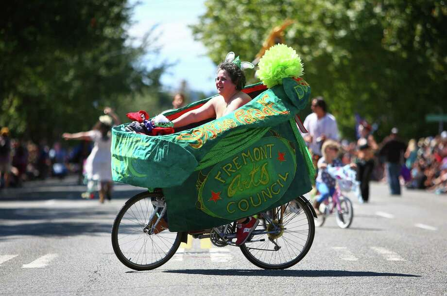 A cyclist rides the route. Photo: JOSHUA TRUJILLO, SEATTLEPI.COM / SEATTLEPI.COM